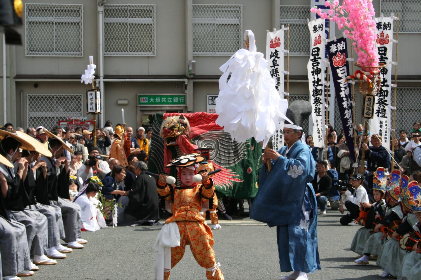 日吉神社大神楽  スライダー画像1