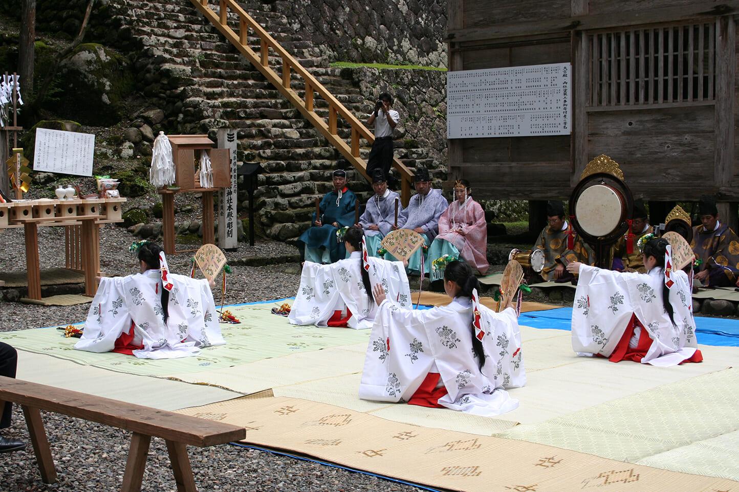 白山中居神社春季例祭 スライダー画像2