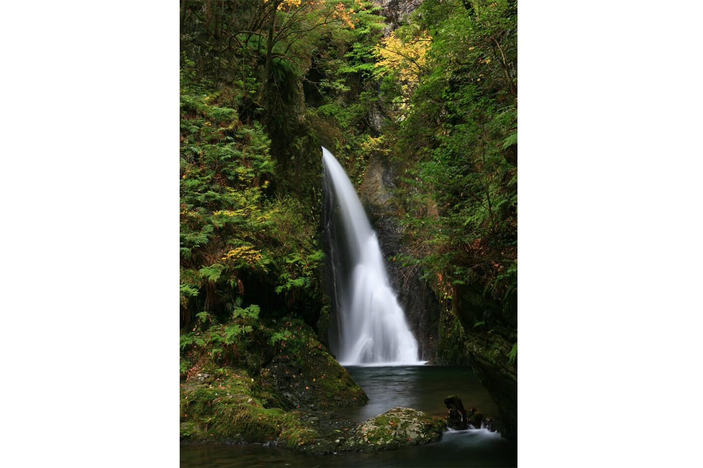 釜ヶ滝の紅葉 スライダー画像1